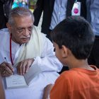 Gulzar with a young reader at BLF 2013